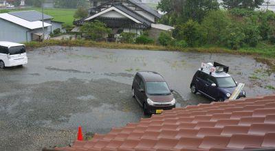 池と化した駐車場
