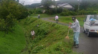 市道の草刈作業です